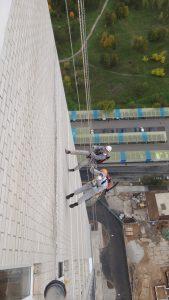 герметизация швов промышленными альпинистами