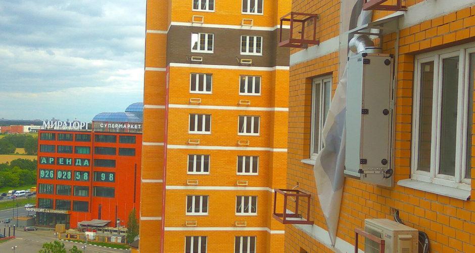 смонтированная ПВУ на наружной стене дома, с помощью промышленногоальпиниста.рф
