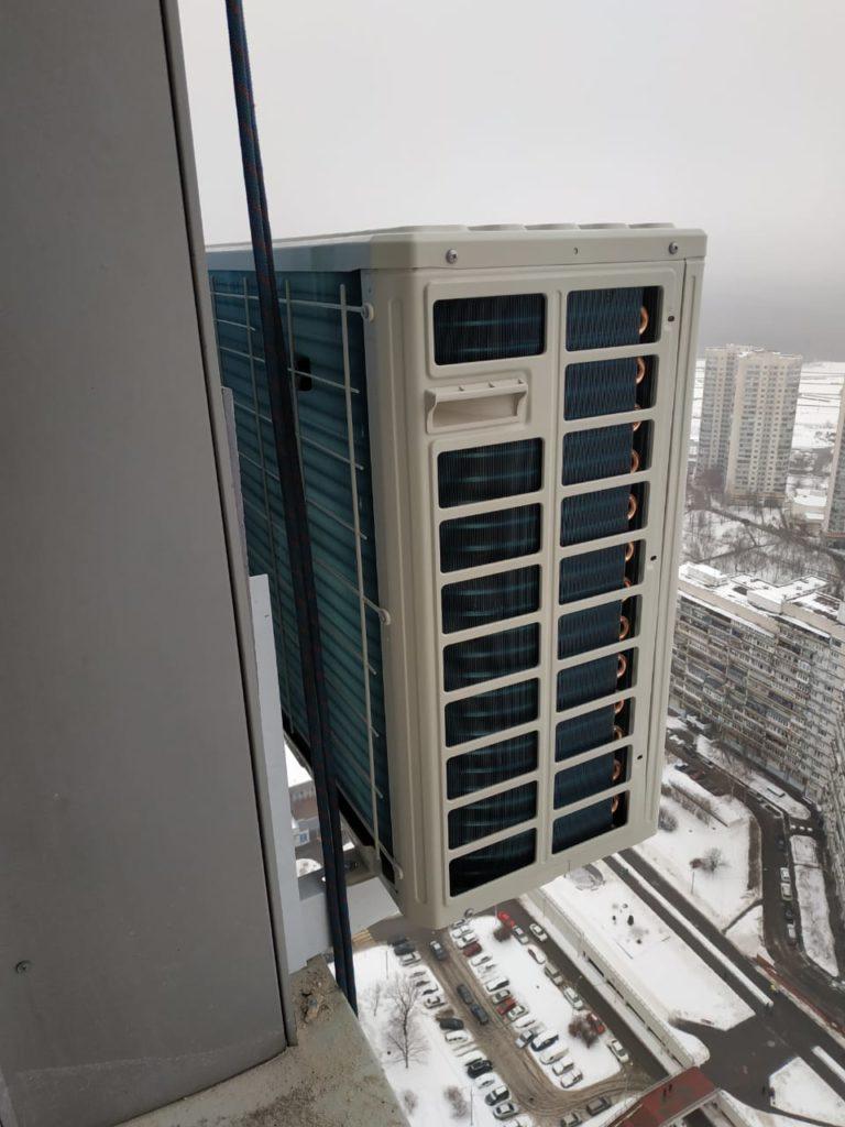 Внешний блок кондиционера на вентфасаде