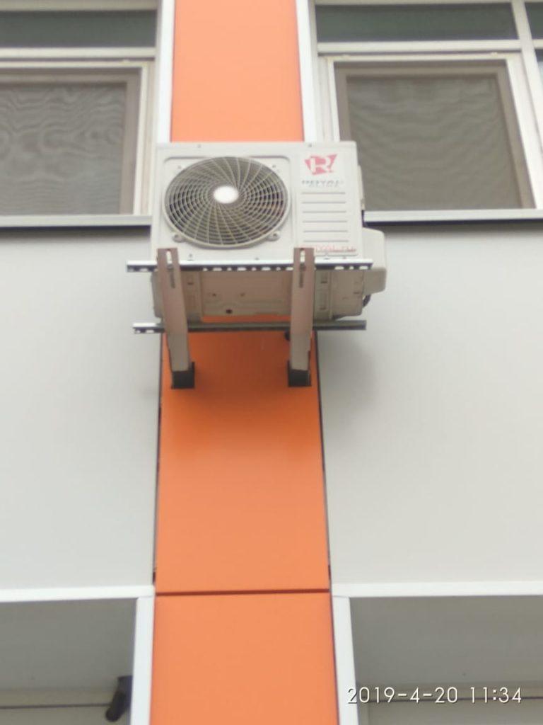 Установка кондиционера на вентилируемый фасад.
